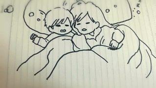 寄り添って眠る姉弟
